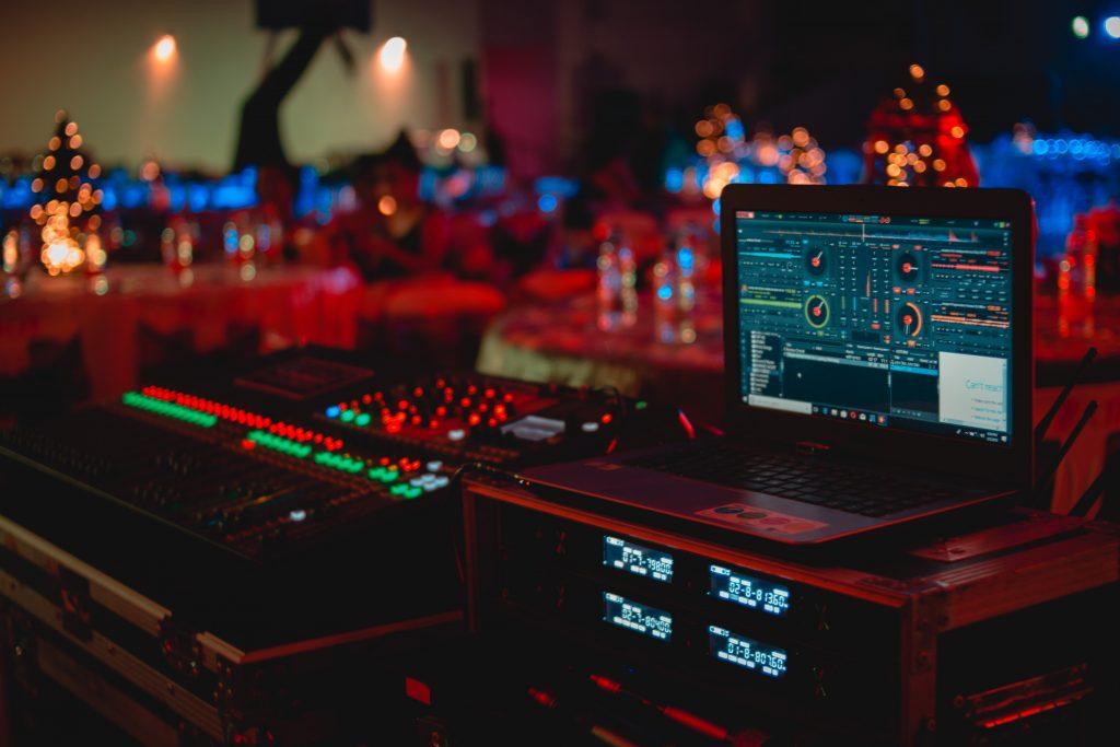 blur-bokeh-electronics-919734