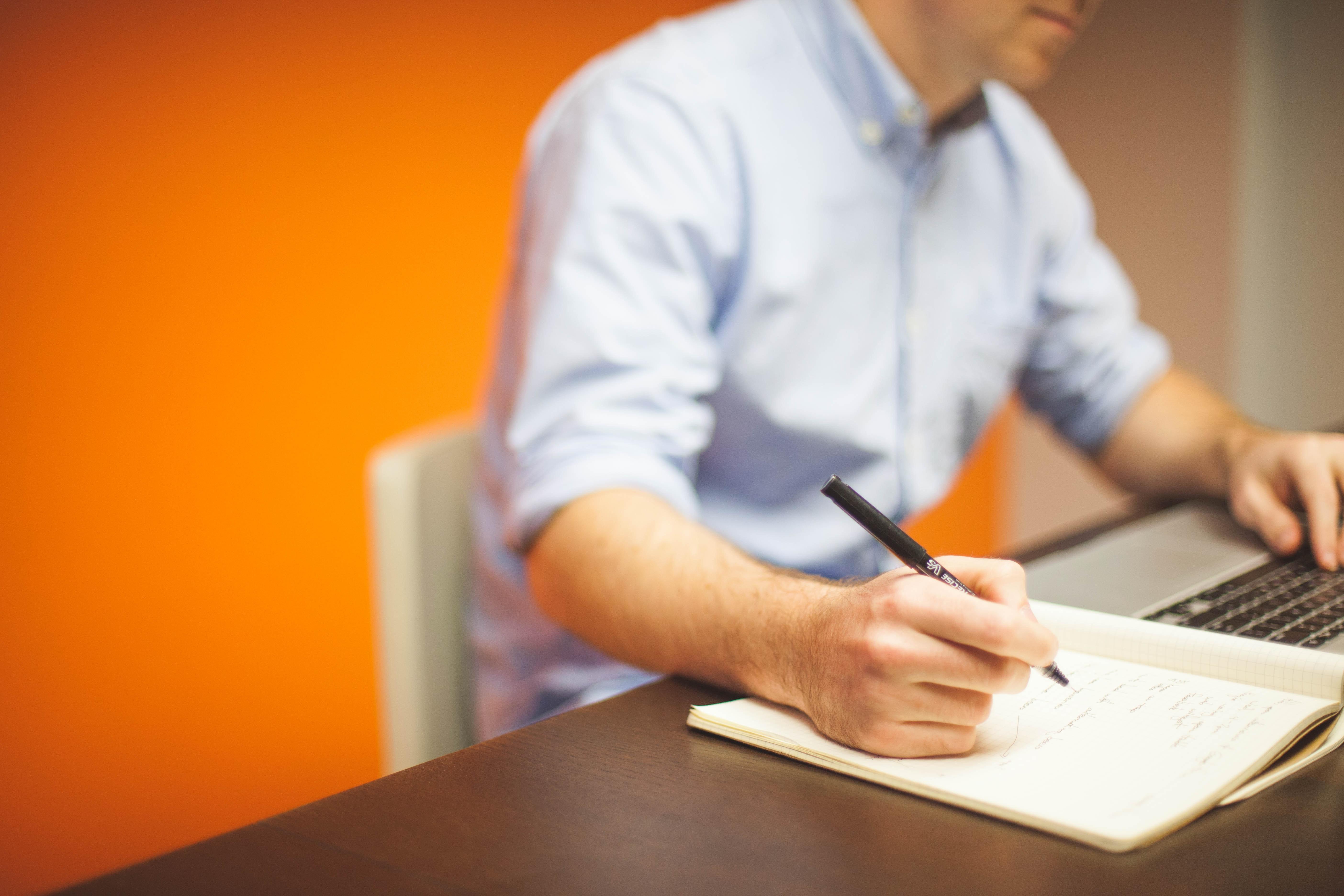 businessman-coder-desk-7059